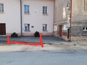 Posezení v rohu ulice - stávající stav